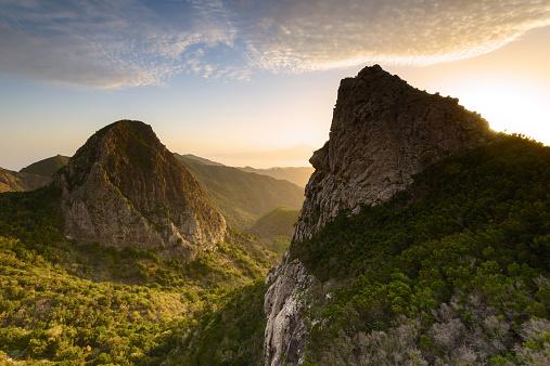 Atlantic Islands「Los Roques at sunrise, La Gomera, Canary Islands, Spain」:スマホ壁紙(4)