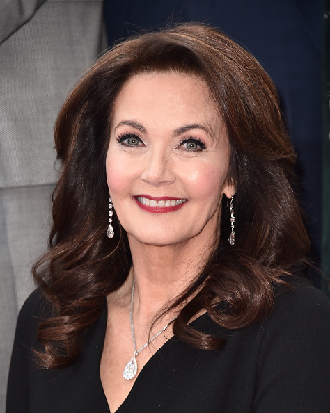 カメラ目線「Lynda Carter Honored With Star On The Hollywood Walk Of Fame」:写真・画像(17)[壁紙.com]