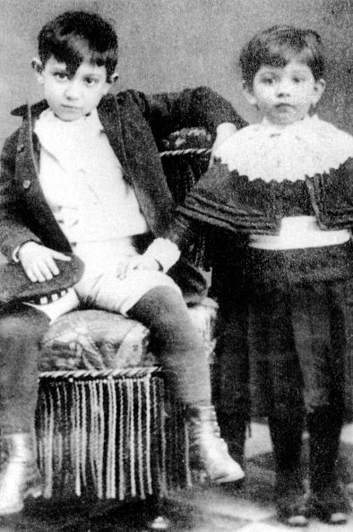 Pablo Picasso「young Pablo Picasso when child (7) with his sister Lola in Malaga in 1888」:写真・画像(10)[壁紙.com]