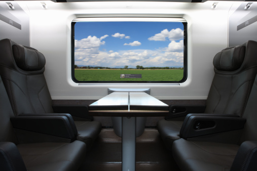 鉄道・列車「Seats in a business class train carriage」:スマホ壁紙(10)