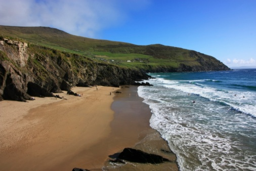 Unrecognizable Person「Coumeenoole Beach, Dingle Peninsula, County Kerry, Ireland」:スマホ壁紙(1)