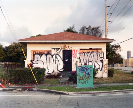 Miami「Abandoned Graffiti Covered Vandalized Miami Home」:スマホ壁紙(1)