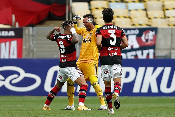 Diego Alves「2020 Brasileirao Series A: Flamengo v Santos Play Behind Closed Doors Amidst the Coronavirus (COVID-19) Pandemic」:写真・画像(2)[壁紙.com]