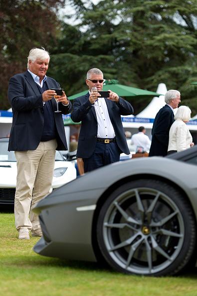 Land Vehicle「Luxury Cars Line-up At Salon Prive Event」:写真・画像(1)[壁紙.com]