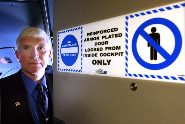 Kennedy Airport「JetBlue Airways Installs Bullet-Force-Resistant Cockpit Doors」:写真・画像(18)[壁紙.com]