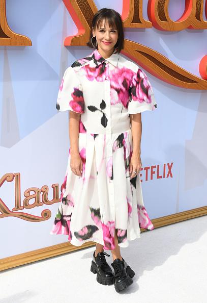 "Hot Pink「Premiere Of Netflix's ""Klaus"" - Arrivals」:写真・画像(13)[壁紙.com]"