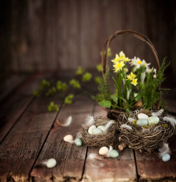 Vintage Easter Basket with Daffodils and Easter Eggs on an Old Wood Background:スマホ壁紙(壁紙.com)