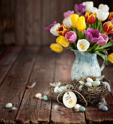 Easter「Vintage Easter Tulips and Easter Eggs on an Old Wood Background」:スマホ壁紙(4)