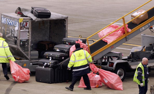 Suitcase「The Worlds Busiest International Airport」:写真・画像(6)[壁紙.com]