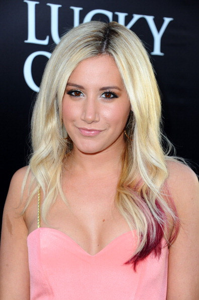Ashley Tisdale「Premiere Of Warner Bros. Pictures' 'The Lucky One' - Red Carpet」:写真・画像(14)[壁紙.com]