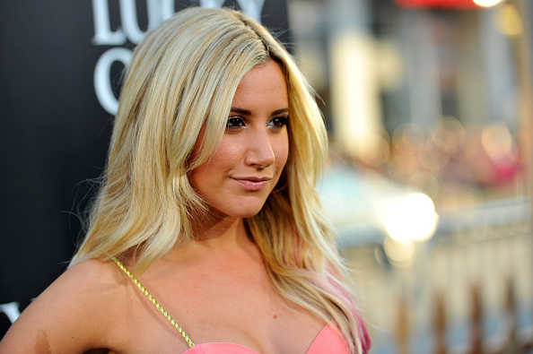 "Ashley Tisdale「Premiere Of Warner Bros. Pictures' ""The Lucky One"" - Red Carpet」:写真・画像(5)[壁紙.com]"