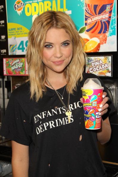 "Ashley Benson「Actress Ashley Benson Of ABC's Hit TV Show ""Pretty Little Liars"" Takes Ceremonial First Slurpee Sip Of Summer To Celebrate 7-Eleven's #Awesummer Summer Slurpee Days」:写真・画像(11)[壁紙.com]"