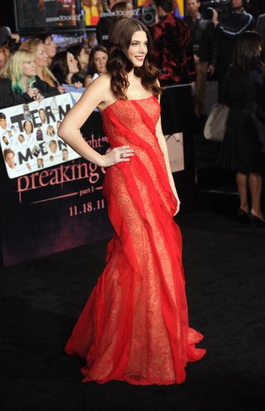 "Strapless Evening Gown「Premiere Of Summit Entertainment's ""The Twilight Saga: Breaking Dawn - Part 1"" - Arrivals」:写真・画像(7)[壁紙.com]"