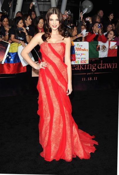 "Strapless Evening Gown「Premiere Of Summit Entertainment's ""The Twilight Saga: Breaking Dawn - Part 1"" - Arrivals」:写真・画像(8)[壁紙.com]"