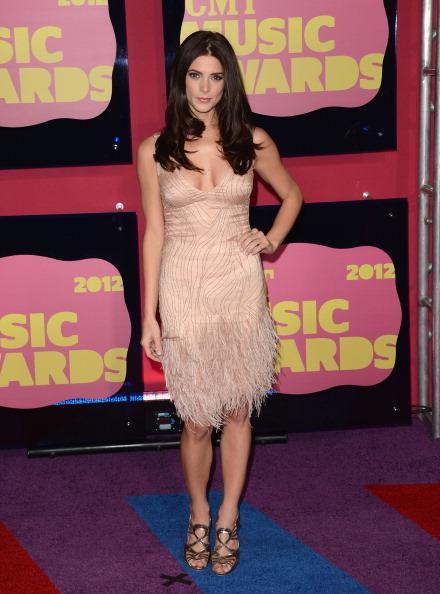 Scooped Neck「2012 CMT Music Awards - Arrivals」:写真・画像(15)[壁紙.com]