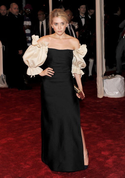 Attending「'Alexander McQueen: Savage Beauty' Costume Institute Gala At The Metropolitan Museum Of Art - Arrivals」:写真・画像(11)[壁紙.com]