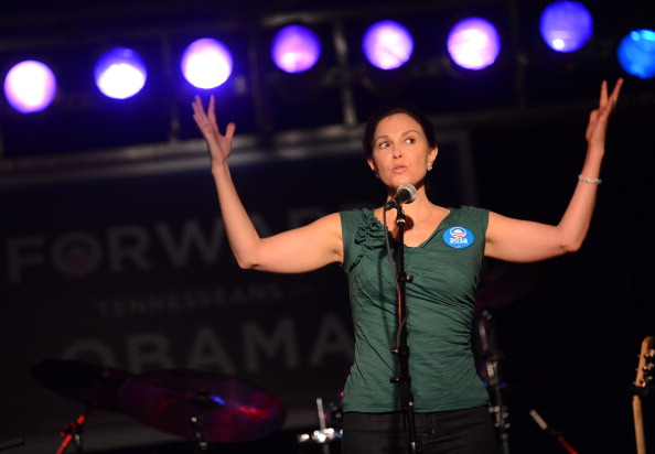 Cap Sleeve「Ashley Judd & Rodney Crowell - Tennesseans For Obama Benefit」:写真・画像(4)[壁紙.com]