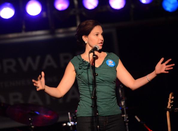 Cap Sleeve「Ashley Judd & Rodney Crowell - Tennesseans For Obama Benefit」:写真・画像(3)[壁紙.com]