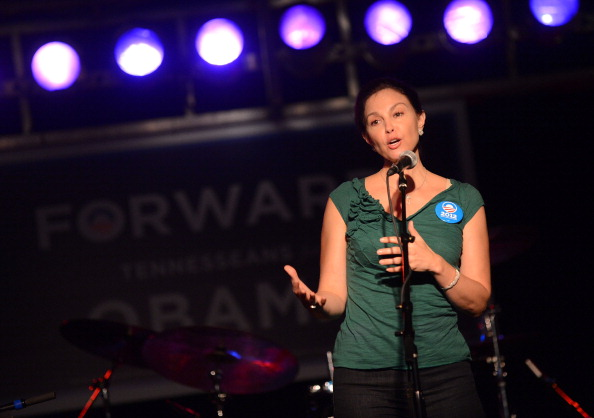 Three Quarter Length「Ashley Judd & Rodney Crowell - Tennesseans For Obama Benefit」:写真・画像(13)[壁紙.com]
