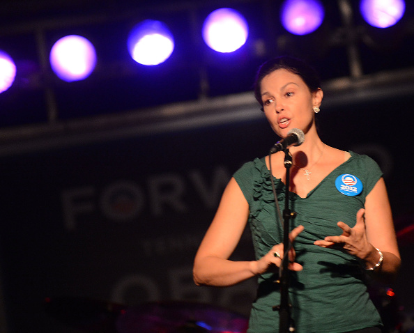 Three Quarter Length「Ashley Judd & Rodney Crowell - Tennesseans For Obama Benefit」:写真・画像(14)[壁紙.com]