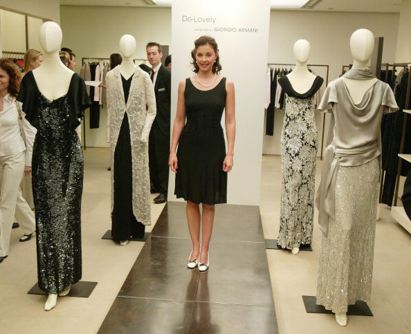 Black Color「Bloomingdale's Unveils Armani Windows With Ashley Judd」:写真・画像(0)[壁紙.com]
