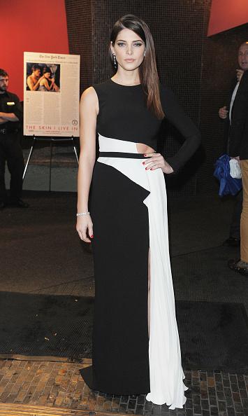 "Slit - Clothing「The Cinema Society & DKNY Host A Screening Of ""The Twilight Saga: Breaking Dawn - Part 1"" - Outside Arrivals」:写真・画像(1)[壁紙.com]"
