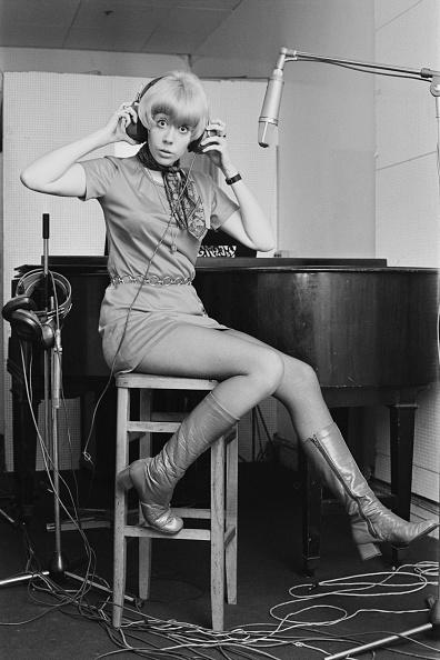 Headphones「Barbara Ruskin」:写真・画像(14)[壁紙.com]