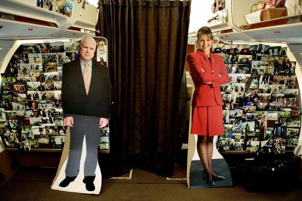 Clipping Path「John McCain Departs Long Island For Pennsylvania」:写真・画像(15)[壁紙.com]