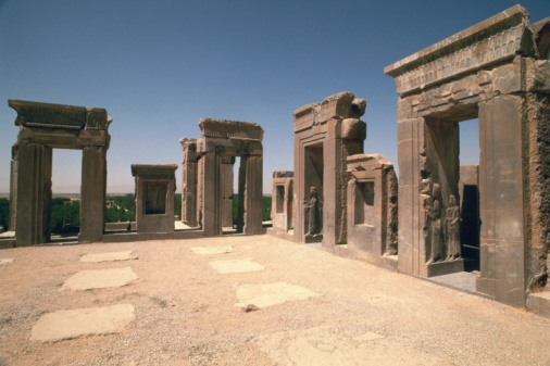 Iranian Culture「The site of Persepolis, Iran, Low Angle View」:スマホ壁紙(11)