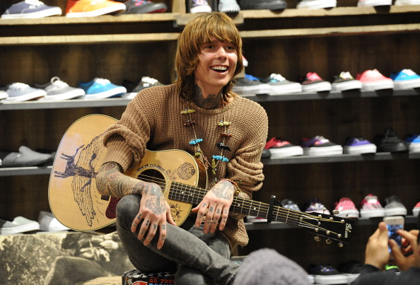Science and Technology「Christofer Drew Of Never Shout Never Apple In-Store Appearance For iTunes Launch Of NO ROOM FOR ROCKSTARS Vans Warped Tour Film」:写真・画像(11)[壁紙.com]