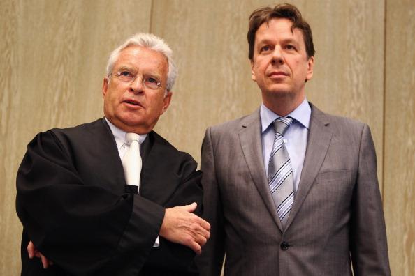 Waiting「Kachelmann Trial Continues」:写真・画像(4)[壁紙.com]