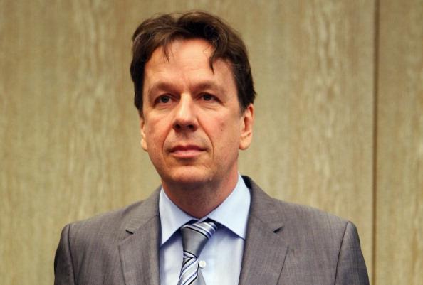 Waiting「Kachelmann Trial Continues」:写真・画像(5)[壁紙.com]