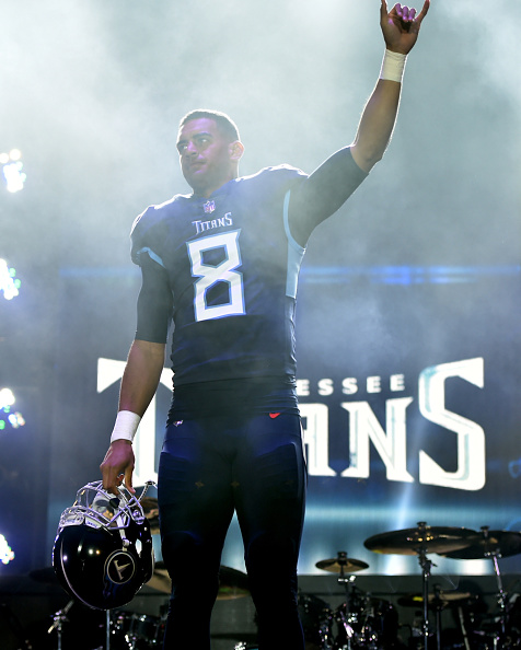 """Marcus Mariota「Multi-Platinum Superstar Duo Florida Georgia Line And The NFL's Tennessee Titans Team Up For The """"Tradition Evolved"""" Concert Event In Downtown Nashville To Celebrate The Titans New 2018 Uniforms」:写真・画像(17)[壁紙.com]"""