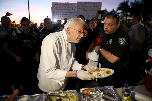 Homelessness「City Of Fort Lauderdale Continues To Issues Tickets For Charities Feeding The Homeless Outdoors」:写真・画像(9)[壁紙.com]