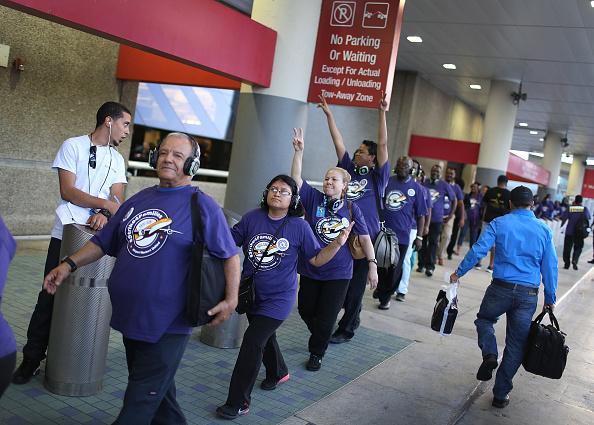 Passenger Cabin「Fort Lauderdale Airport Workers Join National Strike」:写真・画像(5)[壁紙.com]