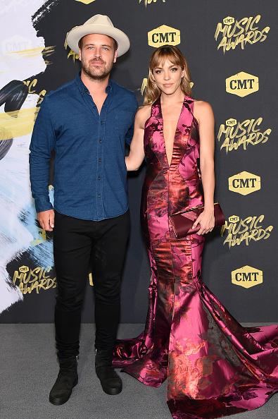 Evening Gown「2018 CMT Music Awards - Arrivals」:写真・画像(15)[壁紙.com]