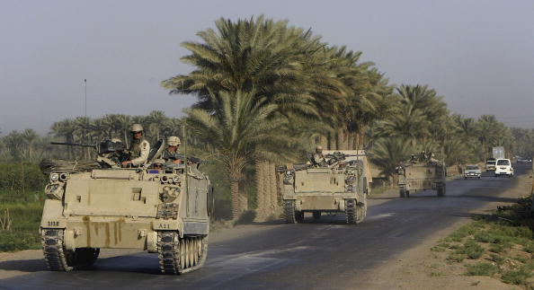 Justin Sullivan「US Army Searches For Weapons Caches In Ramadi」:写真・画像(7)[壁紙.com]