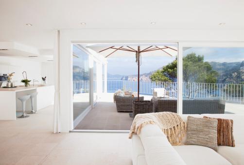 Balearic Islands「Open living space in modern house」:スマホ壁紙(15)