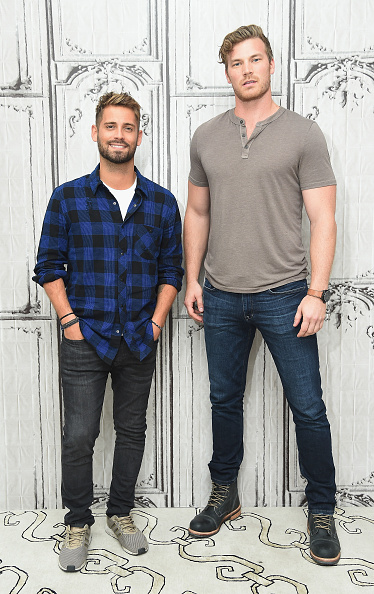 """Button Down Shirt「BUILD Series Presents Derek Theler And Jean-Luc Bilodeau Discussing """"Baby Daddy""""」:写真・画像(13)[壁紙.com]"""