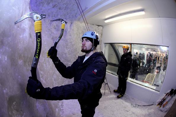 Sport「Customers Scale Ellis Brigham's 8m High Ice Climbing Wall」:写真・画像(17)[壁紙.com]