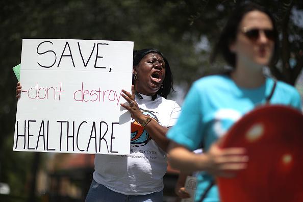 Healthcare And Medicine「Activists Protest Healthcare Vote Of GOP Rep. Carlos Curbelo In Miami」:写真・画像(14)[壁紙.com]