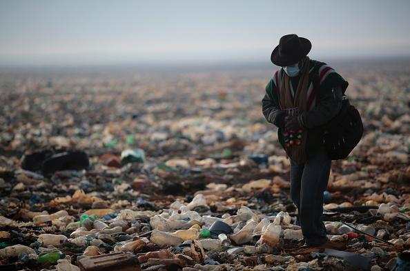 Bottle「Serious Pollution Hits Uru Uru Lake and Tributaries」:写真・画像(11)[壁紙.com]