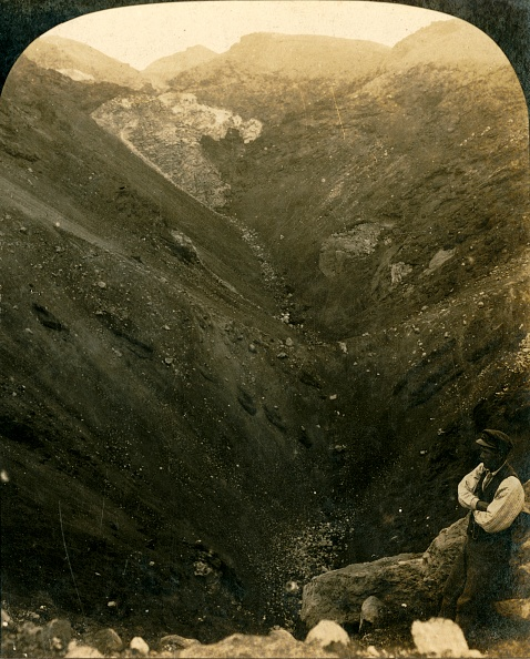 Volcanic Landscape「A Crater Of Mount Tarawera」:写真・画像(9)[壁紙.com]