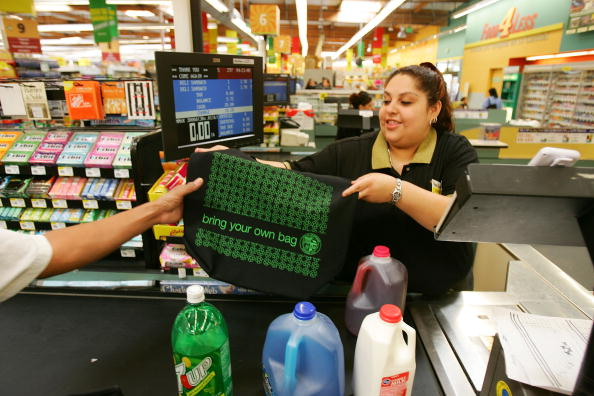 Reusable Bag「Los Angeles Area Stores Hand Out Reusable Grocery Bags Ahead Of Earth Day」:写真・画像(14)[壁紙.com]
