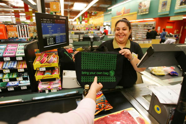 Reusable Bag「Los Angeles Area Stores Hand Out Reusable Grocery Bags Ahead Of Earth Day」:写真・画像(16)[壁紙.com]