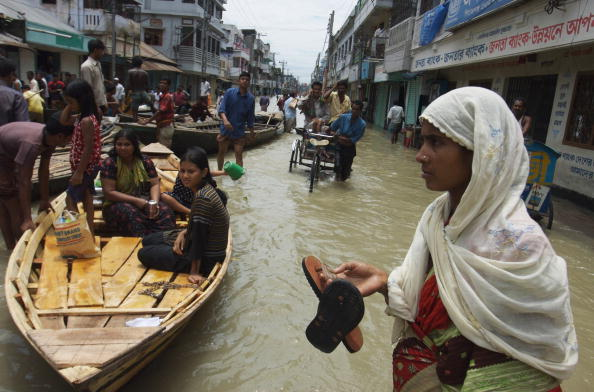 Ferry「Tens Of Thousands Flee Bangladesh Floods」:写真・画像(12)[壁紙.com]