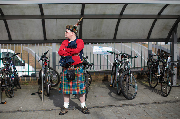 Waiting「Rugby Fans Gather For Six Nations England Versus Scotland Crunch Match」:写真・画像(2)[壁紙.com]