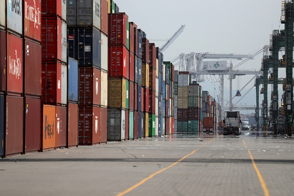 Container「Port Of Oakland Starts To See Slowdown Due To Worldwide Coronavirus Outbreak」:写真・画像(11)[壁紙.com]