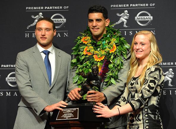 Marcus Mariota「Wendy's High School Heisman Award Winners recognized at the 2014 Heisman Memorial Trophy Presentation」:写真・画像(9)[壁紙.com]