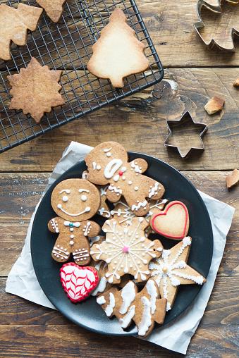 Gingerbread Cookie「Plate of various Christmas cookies」:スマホ壁紙(2)